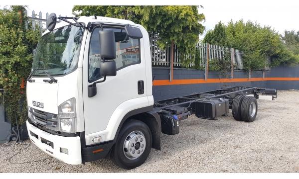 2018 Isuzu F Series 11 ton truck